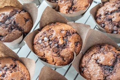 How to make 3-ingredient muffins (sorta!) with Easter Egg chocolate chips