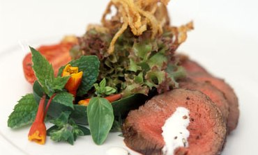 Seared fillet of beef with crispy onions and horseradish dressing