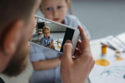 Experts warn parents against posting back-to-school snaps online