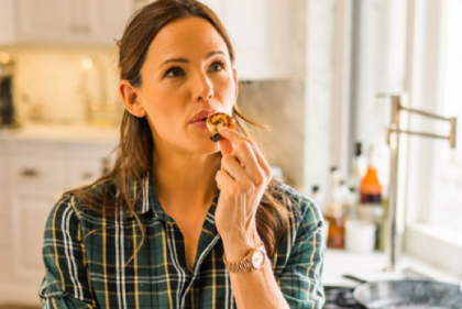 The lunch edition: Jennifer Garners hilarious pretend cooking show is back