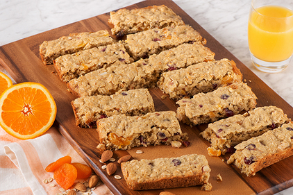 Almond and Apricot Oatmeal Breakfast Bars