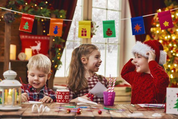 Here are 5 easy-peasy Christmas crafts you can try with the kids