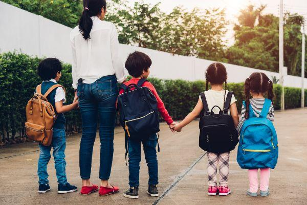 Pushing the friendship: This mums school run problem is so relatable