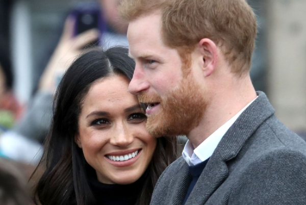Harry and Meghan just released their FAVOURITE Christmas card moment