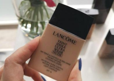 We took the latest €40 high-end your skin but better foundation for a test drive