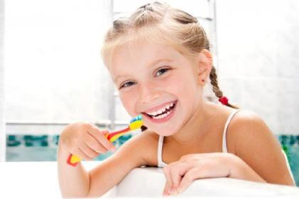 Mum has GENIUS idea to clean her toddler's teeth without a tantrum