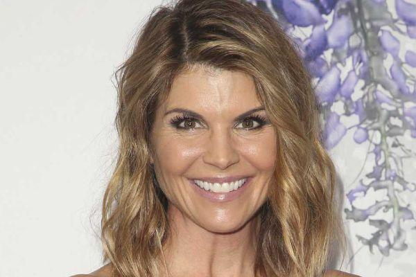 Full Houses Lori Loughlin turns herself into FBI amid college scam scandal