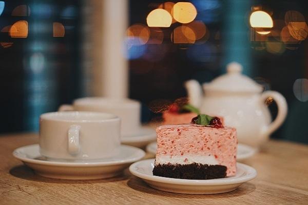 Should we serve dessert after dinner?