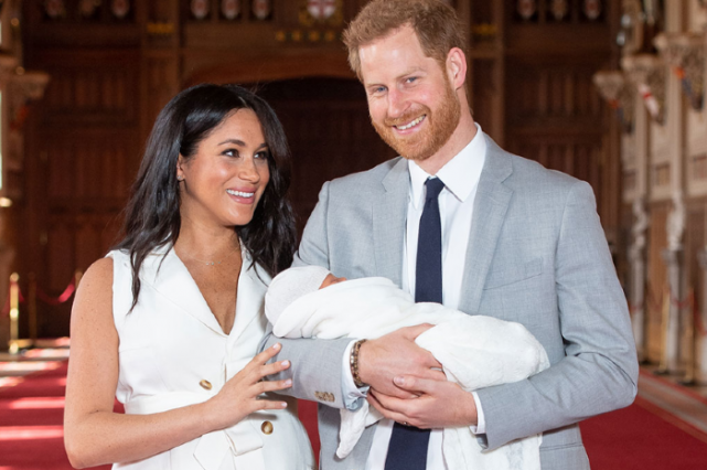 The symbolic meaning behind Meghan Markles white trench dress is so beautiful
