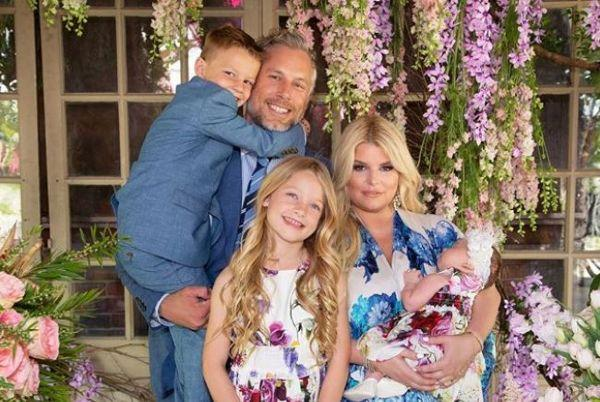 Jessica Simpson causes controversy after dying her 7-year-old daughters hair