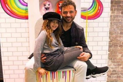 Ryan Thomas daughter sobs as she finds out shell be a big sister