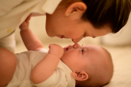Research shows babies using eye contact are likely to have a better vocabulary