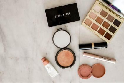 I am the mum who wears make-up every single day- this is why