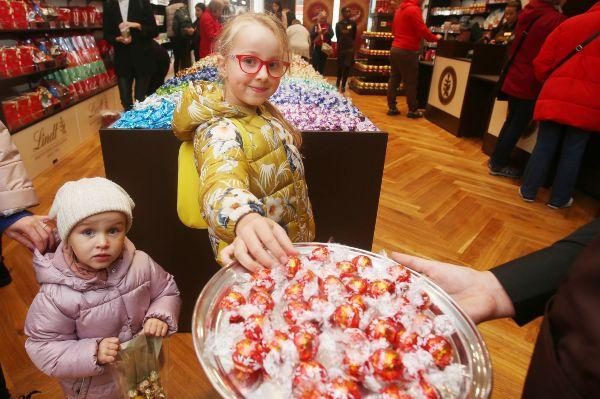 Lindts first ever Irish store opens in Kildare Village and we need to visit