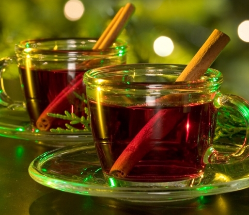 Hot spiced cranberry cider