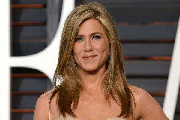 Jennifer Aniston dazzles in black strapless gown at Peoples Choice Awards