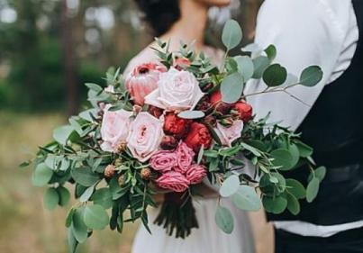 Ooh la la! Here are the biggest wedding flower trends for 2020