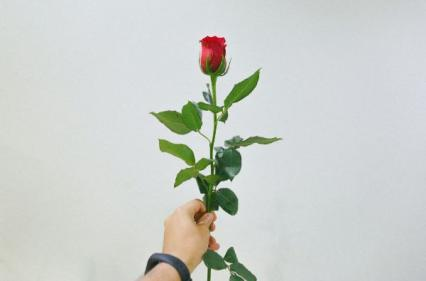 Two thirds of men buy flowers after 5.30pm on Valentine's Day