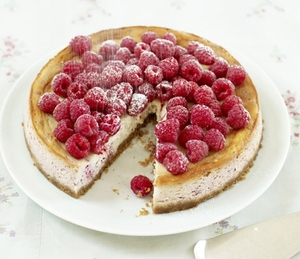 Baked raspberry and ricotta cheesecake