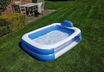 Aldi is selling a Jumbo Paddling Pool for €17.99 and the kids will love it