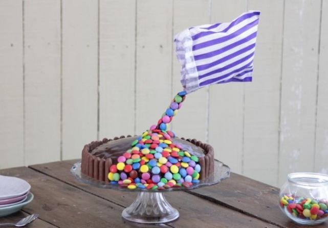 Recipe: Are you up for the challenge? How to make a Gravity cake