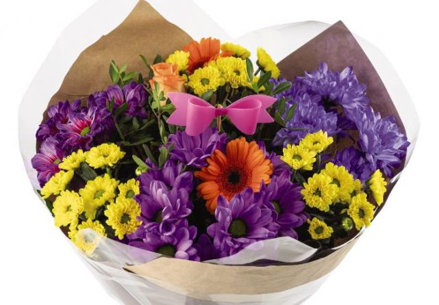 Help support Irish Cancer Society Nursing Services and buy Aldis special bouquets