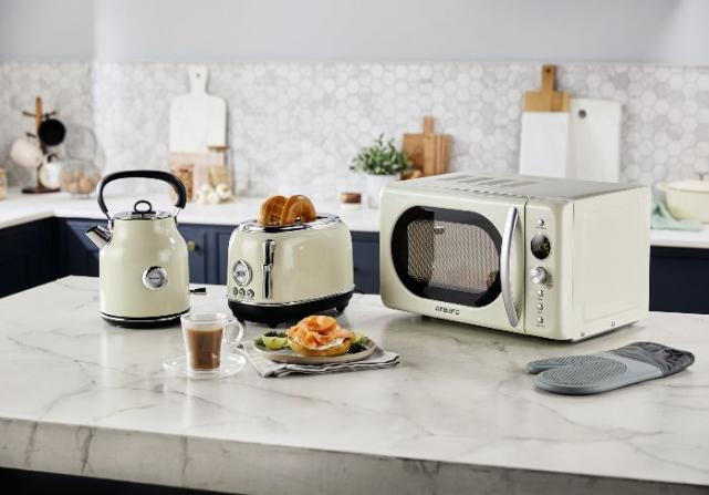 Aldi launches Retro Kitchen Classics collection and we want it all