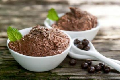 This 2-ingredient chocolate mousse recipe is so easy anyone can master it