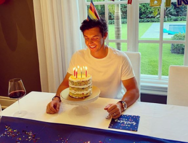 Its official - the key to new dad Rory McElroys pro-golfer diet is...pizza!