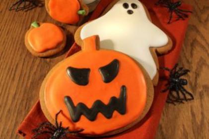 Recipe: Spooky chocolate chip pumpkin cookies