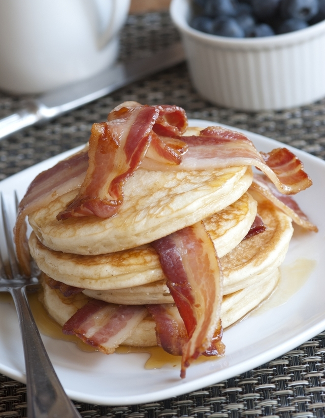Pancakes with rashers and maple syrup