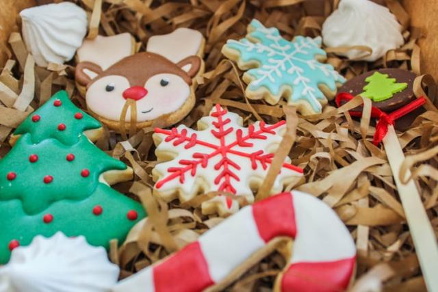 Easy, Christmassy and entertaining; The sugar cookie recipe
