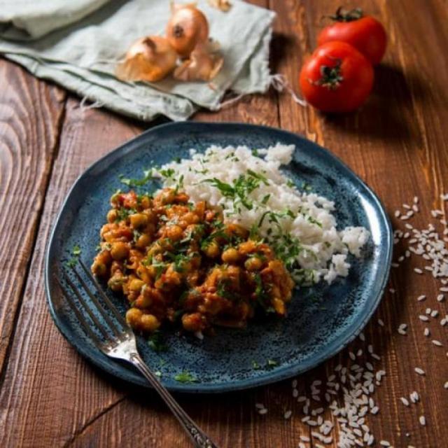This plant-powered stew recipe packs in 12 veggies!!
