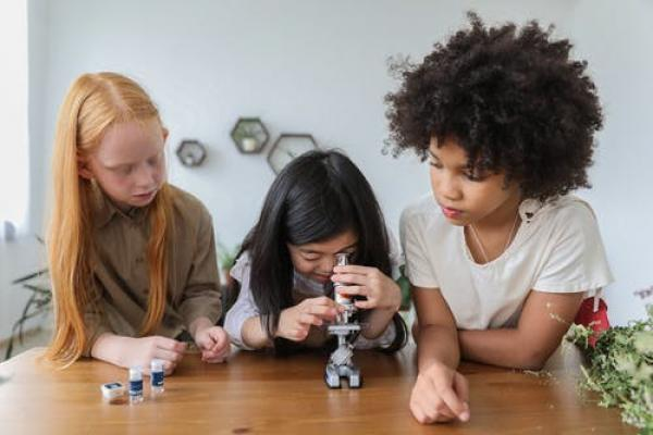Fun and easy science experiments to have a go at this weekend!