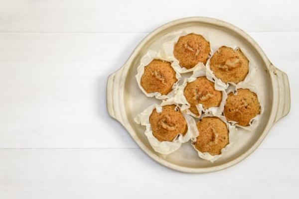 Wholegrain banana cinnamon muffins
