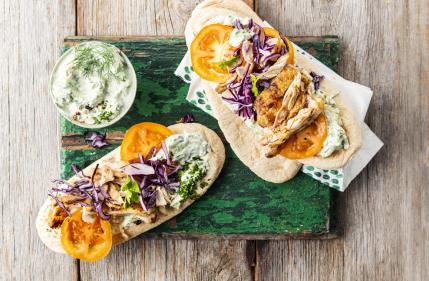 Recipe: tasty chicken gyros with tzatziki & red cabbage