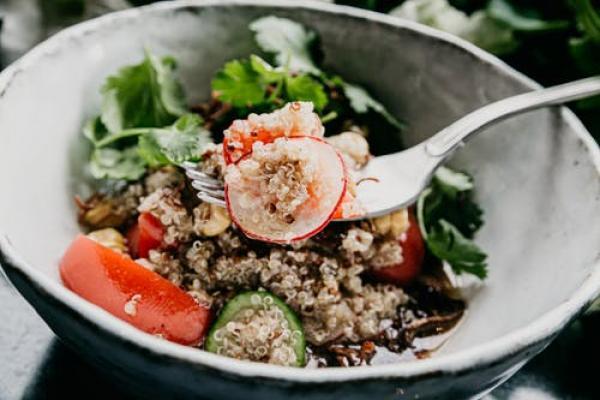 Chicken fajita quinoa bowls are our favourite kind of meal prep