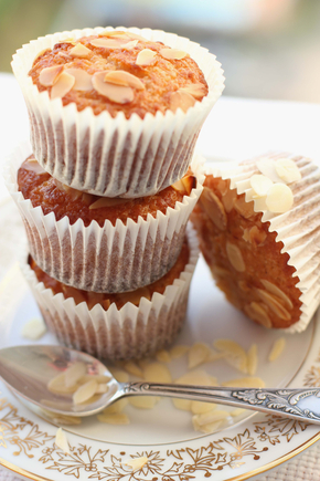 Peach and almond muffins