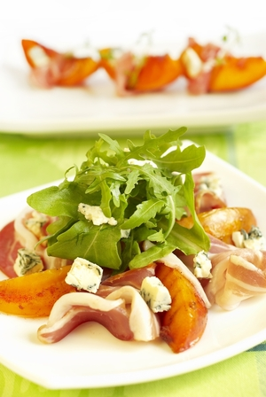 Peach, prosciutto and blue cheese salad