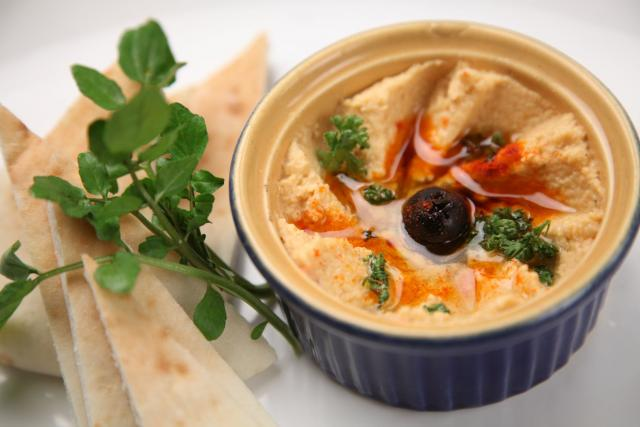 This red pepper hummus recipe is your summer picnic must-have!
