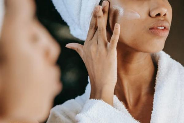 Sick of that oily shine? Try out our top cleansers to tackle oily blemish-prone skin