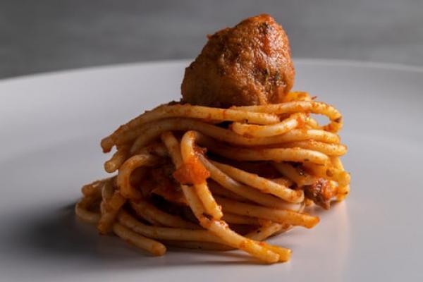 Alfresco meals: Spicy, aromatic vegan meatballs