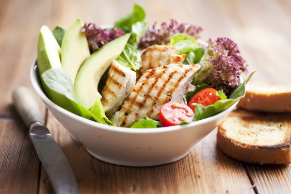 This grilled turkey & avocado salad recipe is super healthy and filling