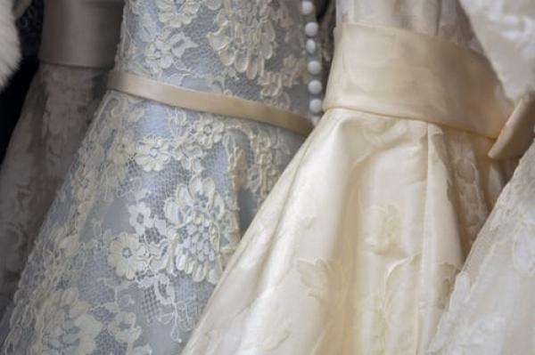 Pre-loved wedding dresses: Where to look for greener, cheaper options!