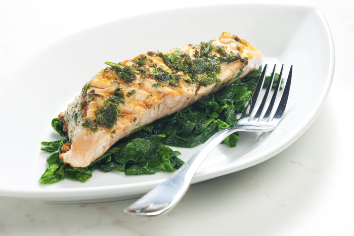Spinach-stuffed salmon with crispy potatoes