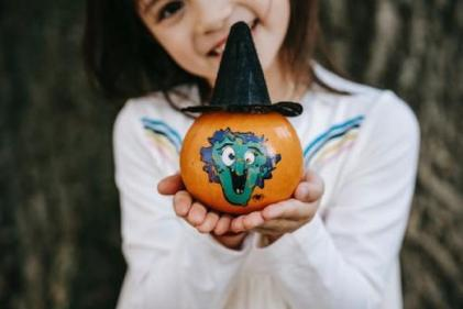 4 cute and simple autumn crafts for kids to try on rainy weekends!