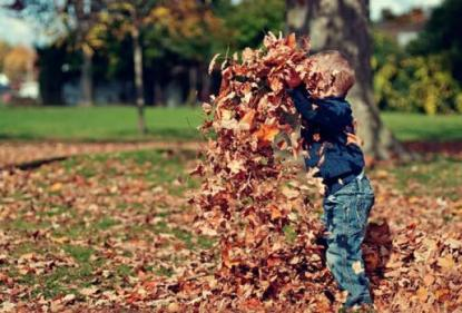26 fun outdoor autumn activities for kids to make the most of spooky season!