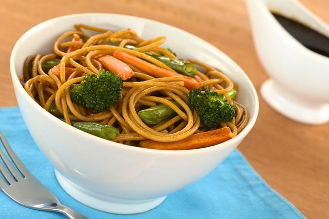 Noodles with stir-fried chilli vegetables