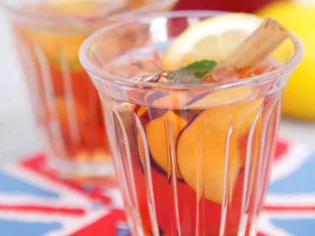 Red tea & cinnamon fruit punch