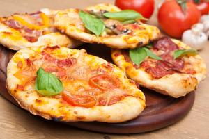 Pitta pizzas